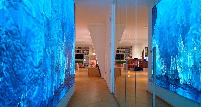 Ausschnitt aus Fotografie von Jasmine Rossi, Eisberge, Giclée Druck auf Transluzentfilm im LED Panel hinerleuchtet